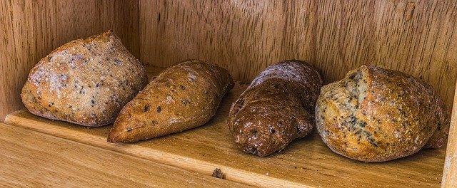 Wie kann man Brot frisch und knusprig halten?